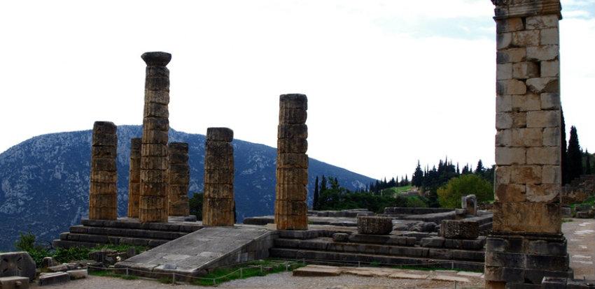 фото руин храма Апаллона